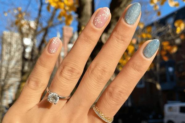 snowflake accent manicure