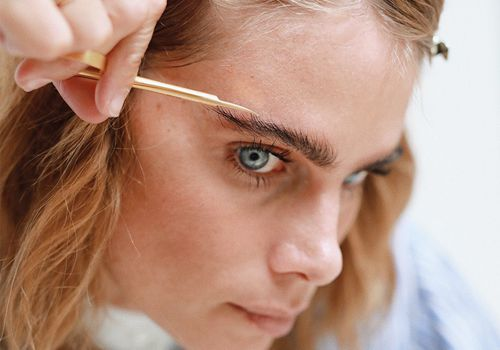 woman trimming eyebrow