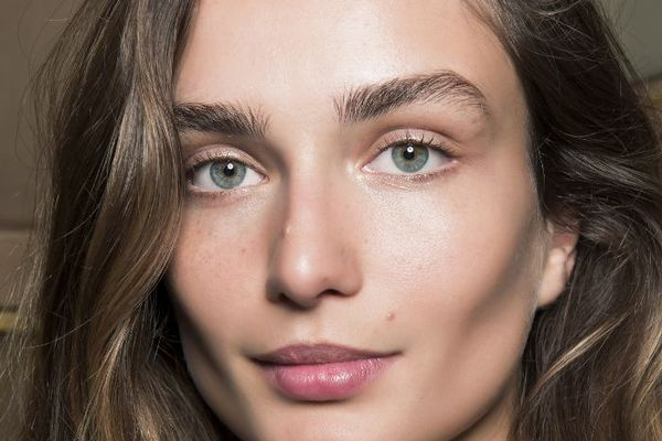 woman with minimal makeup and full eyebrows