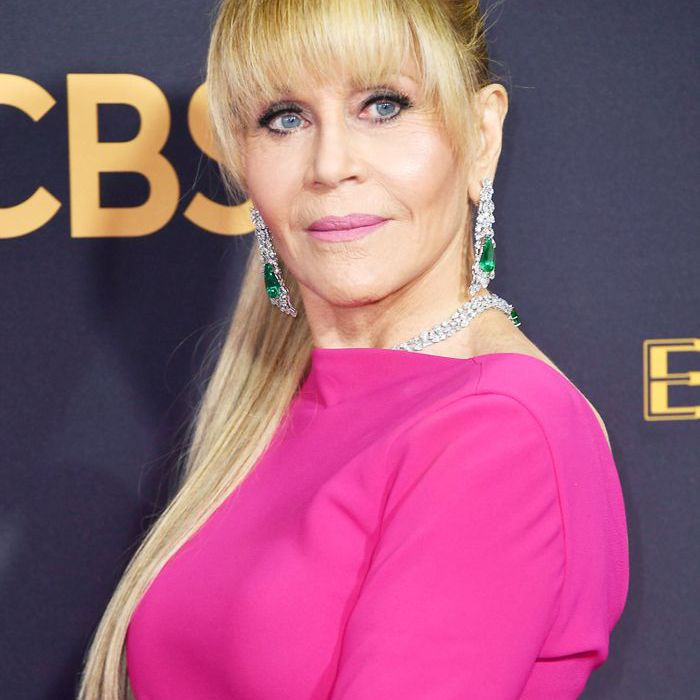 Jane Fonda wearing a ponytail at the 2017 Emmys