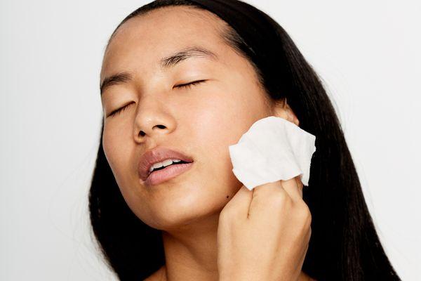 woman using makeup wipes