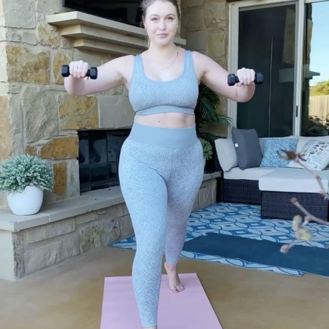 Iskra Lawrence workout