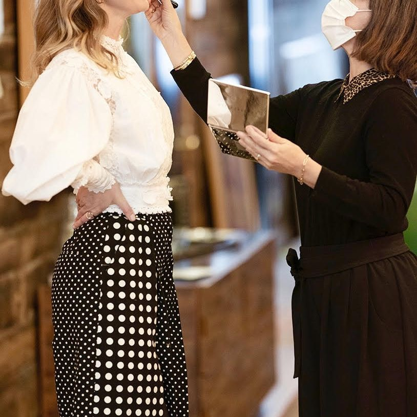 Emily Blunt getting makeup done by Jenn Steicher