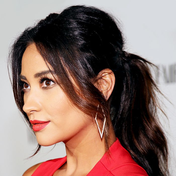 Shay Mitchell wearing a messy ponytail with waves