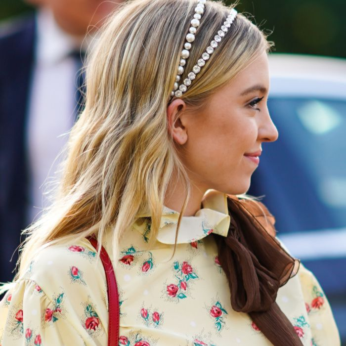 How to wear a headband: Sydney Sweeney