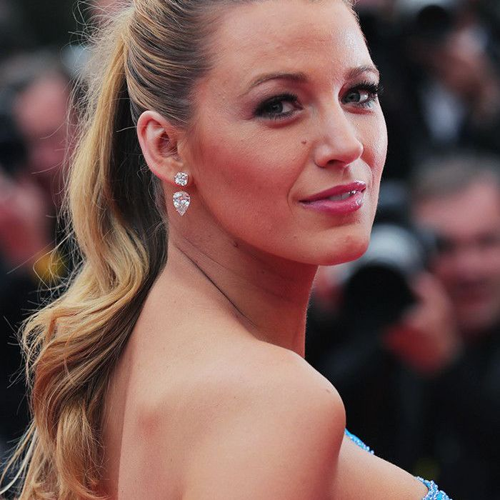 Blake Lively Hair: Ponytail high and curly