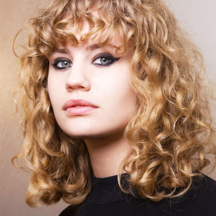 how to blow dry hair: curly hair