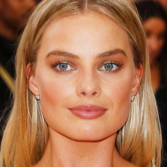 gold brows: Margot Robbie at the Met Gala 2016