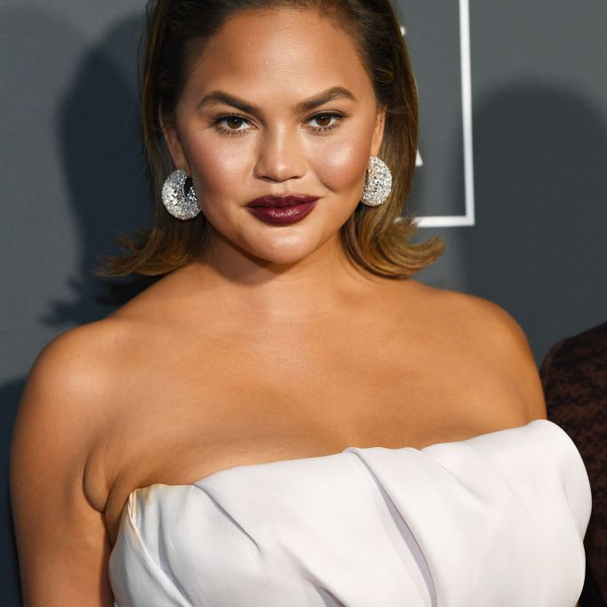 Chrissy Teigen flipped out bob and berry lip