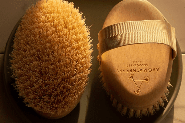 two spherical dry brushes