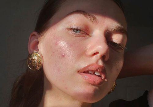 woman with no makeup