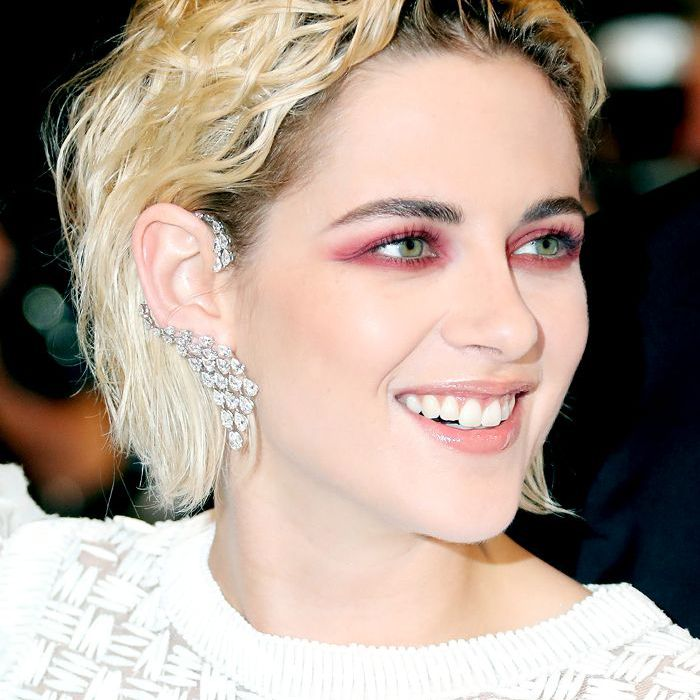 Kristen Stewart wavy grungy bob with pink eye-makeup