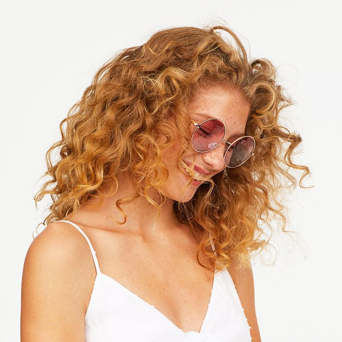 best shampoo for curly hair: woman with blonde curly hair