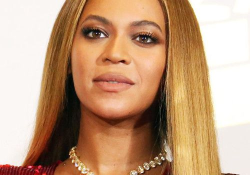 Beyonce with blonde hairstyle