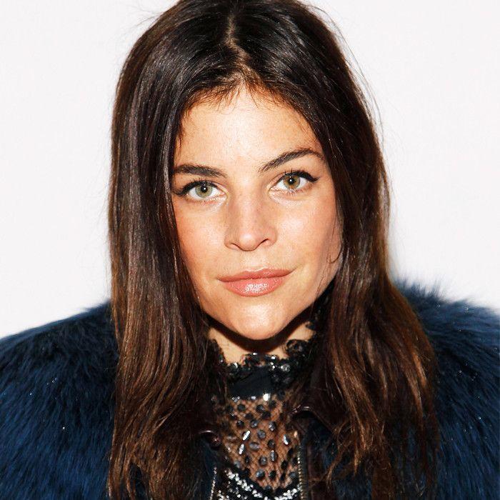 french girl hair tips: Julia Restoin-Roitfeld