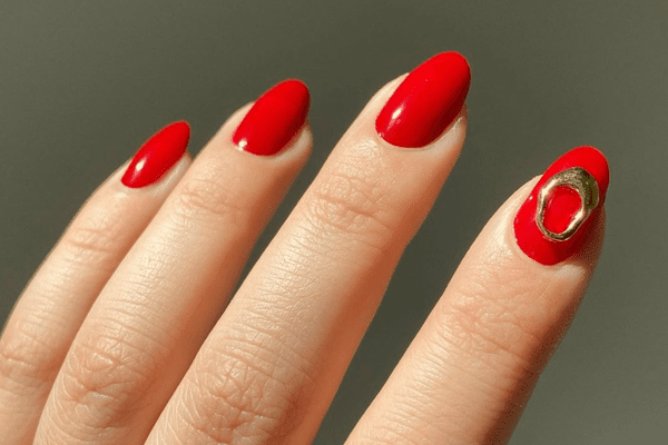 red nails with gold accent
